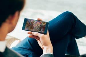 Παρακολούθηση ταινίας με το Xperia XZ Premium