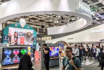 "To booth της Hisense στην IFA 2017. Highlight η Hisense Laser TV 100"". (φωτό: Hisense)"
