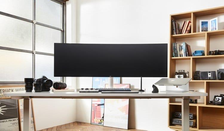"""Το 49"""" UltraWide monitor με λόγο 32:9, LG 49WL95."""