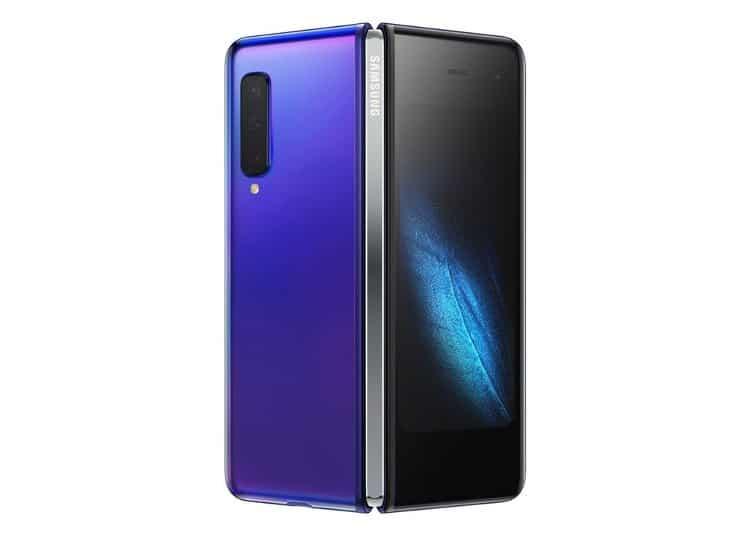 To Samsung Galaxy Fold σε μοβ χρώμα. (φωτό: Samsung)
